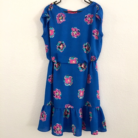 26e5d42dec Lilly Pulitzer Dresses   Skirts - Lilly Pulitzer Auburn Floral Dress Size M